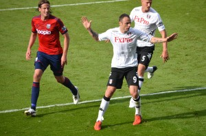 Berbatov_defended_by_Jonas_Olsson