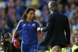PAY-Chelseas-doctor-Eva-Carneiro-appears-to-have-an-argument-with-Jose-Mourinho-manager-of-Chelsea